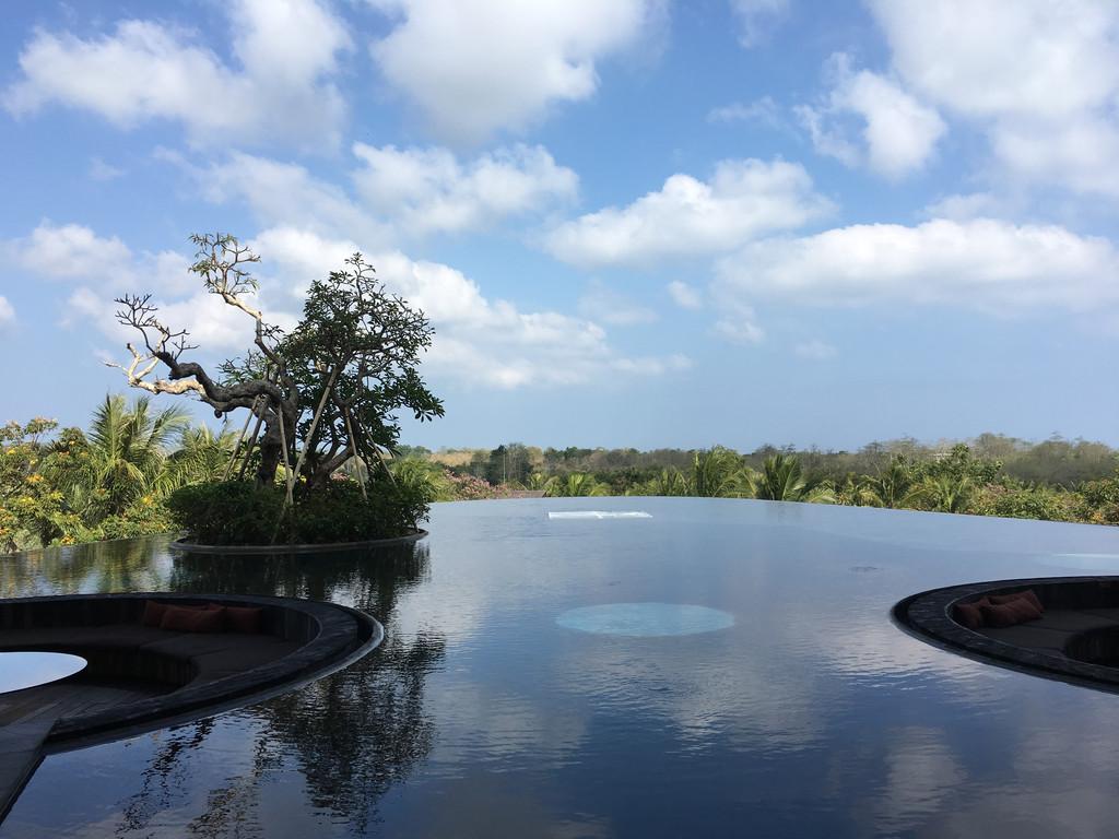 来巴厘岛到全球十大最美酒吧看粉红晚霞!