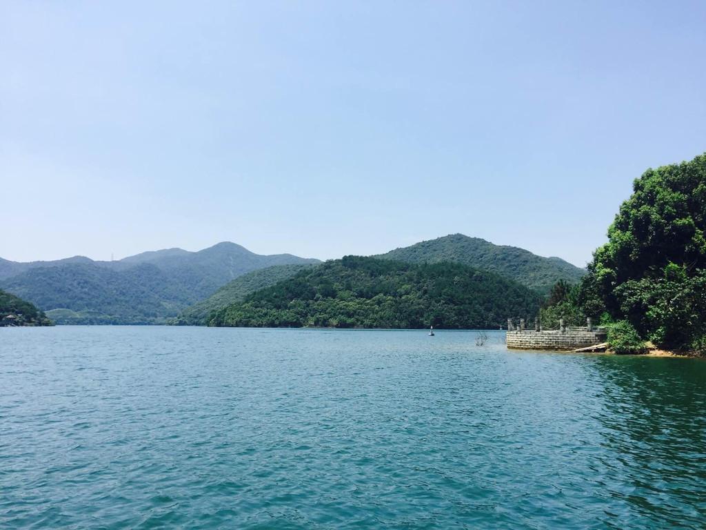 宁波九龙湖 九龙湖风景区总面积36平方公里,是宁波市十佳新景之一.