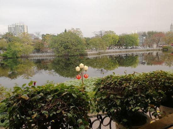 惠州西湖宾馆,地处景点中心,周边风景不错,交通方便,正直春节西湖