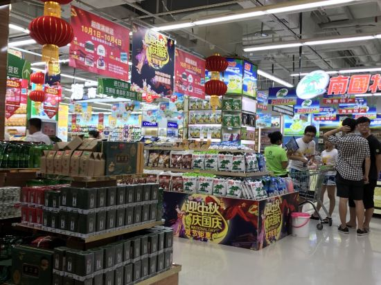 地下商城天懋超市,里面水果,海鲜加工和海南特产很便宜还有赠品送
