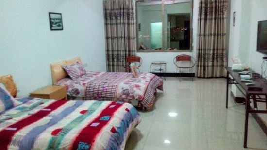 晚上的卧室真实照片