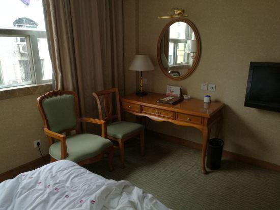 宜宾华荣酒店