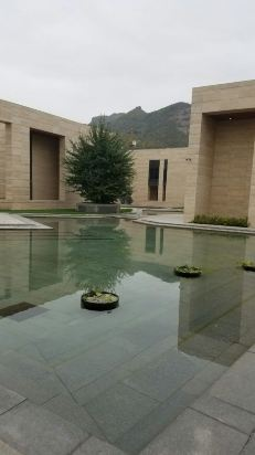 万博app由中国建筑设计院设计,建筑上借鉴了苏州园林风格,同时又融入