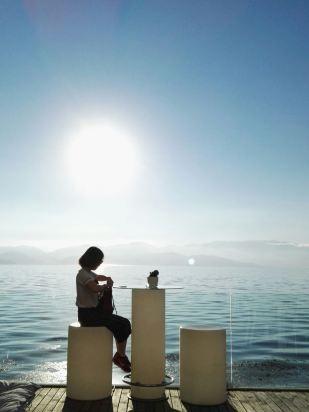 酒店的位置在洱海边,但离大理古城有点远了,自己开车到无所谓,我们是