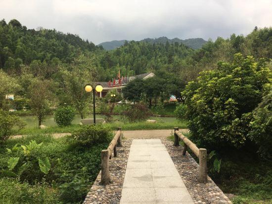 龙门天堂顶森林公园度假村
