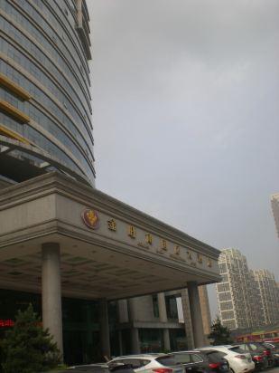 在琅东汽车站往西走就能看到酒店,因为在修地铁,从汽车站到酒店不到