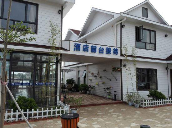 惠东双月湾月亮湾木屋度假酒店