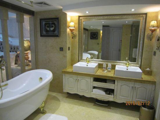 欧式酒店客房卫生间