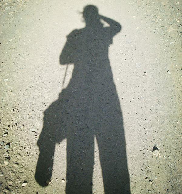 本次又是单身出行,孤独的背影,走在崎岖的山路上.