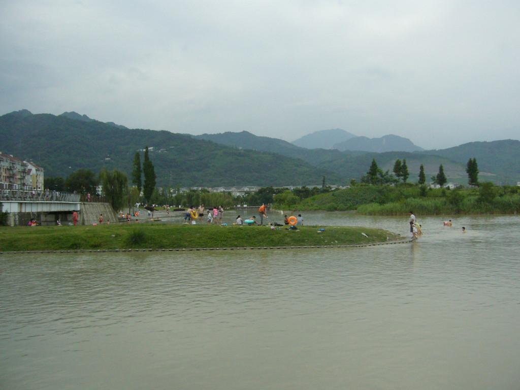好多风景,有葛仙山,莲花湖,蝴蝶谷,蜀水荷香等,一个小时到达都江堰.