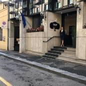 瓦倫蒂諾都派克酒店
