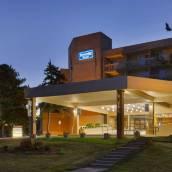 美麗港景會議中心溫德姆華美達酒店